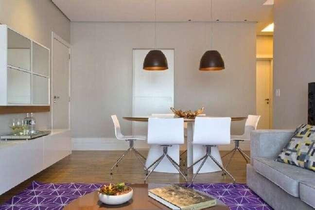 22. Decoração de sala de estar e jantar integrada simples – Foto: Semiramis Alice Arquitetura e Design