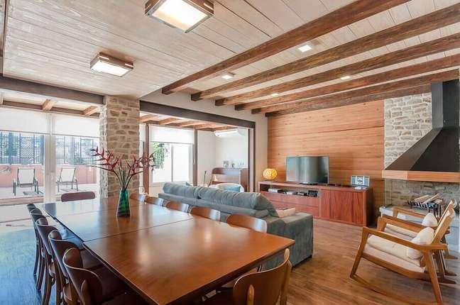 29. Decoração rustica de sala de estar e jantar integradas – Foto: RHAJA Arquitetura