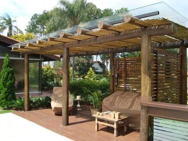 52. As capas ajudam a preservar a estrutura dos móveis quando a edícula simples não esta sendo usada. Fonte: Decor Salteado