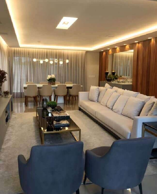 23. Decoração de sala de estar e jantar integradas moderna com painel ripado de madeira Foto Fernanda Barros Arquitetura