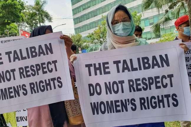 Mulheres protestando contra o Talibã