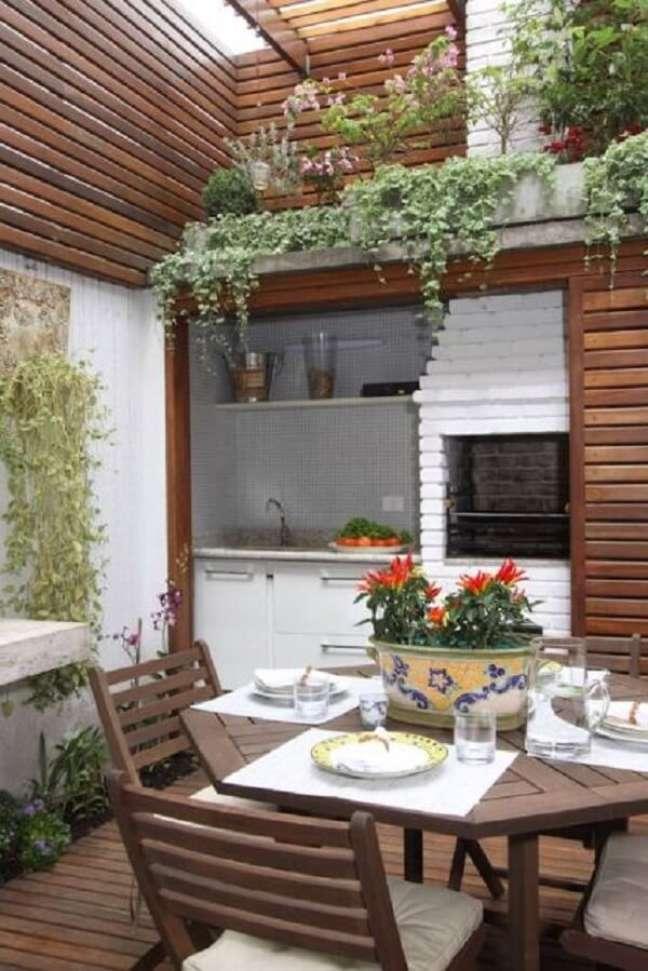 54. As plantas trazem um toque especial para decoração da edícula. Fonte: Homify