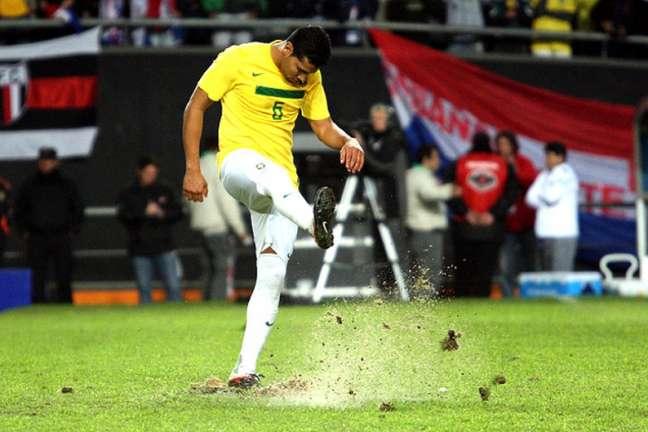 André Santos atuando pela Seleção Brasileira; vestindo a Amarelinha, o ex-lateral foi campeão da Copa das Confederações (Foto: Cristiano Andujar)