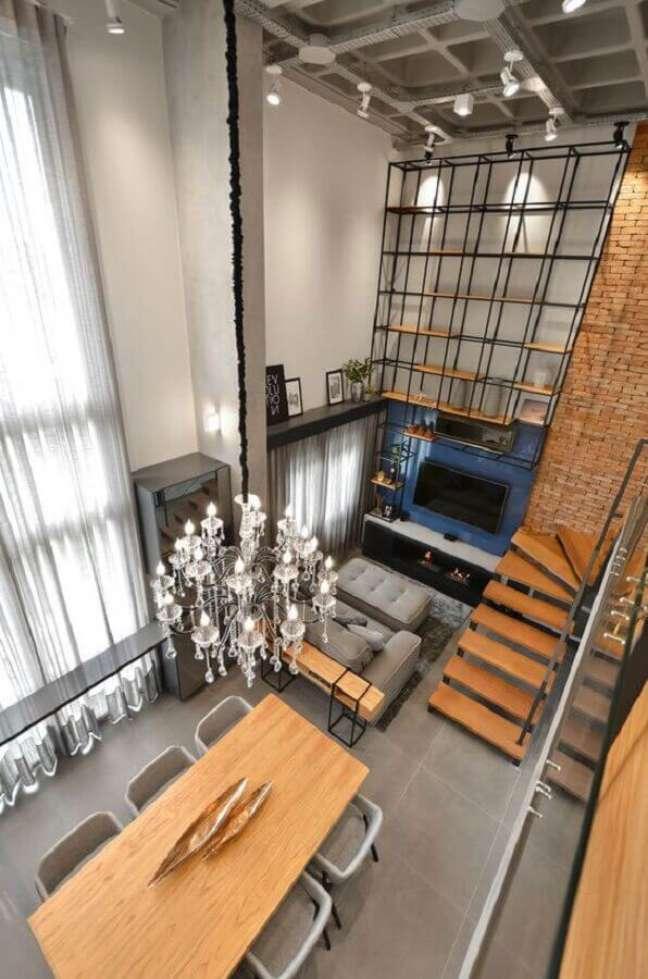 26. Decoração estilo industrial para sala de estar e jantar integradas modernas – Foto: StudioColnaghi Arquitetura