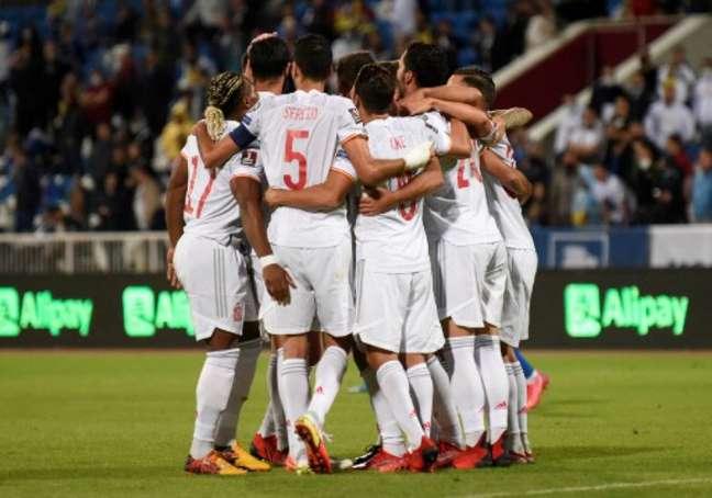 Espanha na vitória sobre o Kosovo (Foto: Armend NIMANI / AFP)