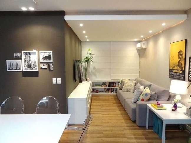 4. Quadros para decoração de sala pequena com sofá cinza – Foto: Maira Schaffer