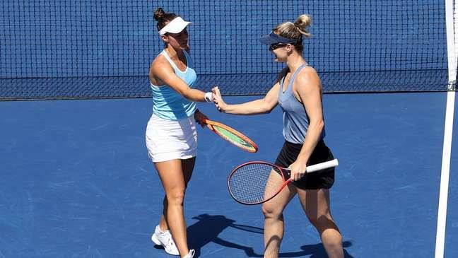 Gabriela Dabrowski e Luisa Stefani comemoram ponto vencido na vitória desta quarta-feira no US Open