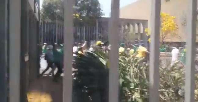 Bolsonaristas tentaram agredir jornalistas
