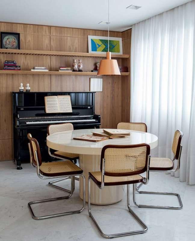48. Decoração de sala de jantar chique com cadeira cesca – Foto Lufe Gomes Projeto Sa e Cioni