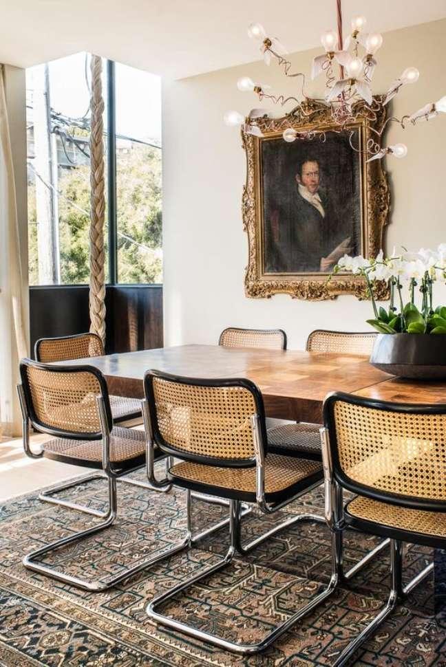46. Decoração com cadeira cesca na sala de estar – Design Antonio Martins