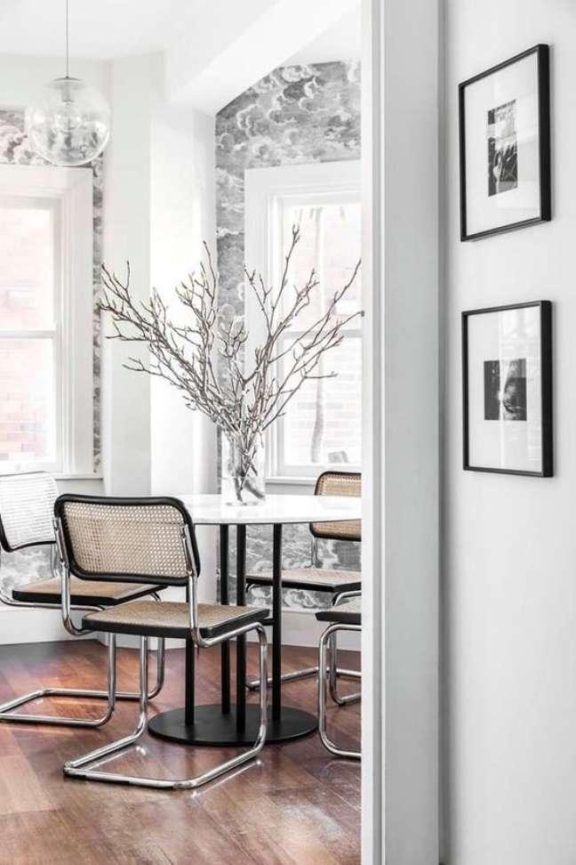 24. Sala de jantar com cadeira cesca sem braço – Foto Coco Republic