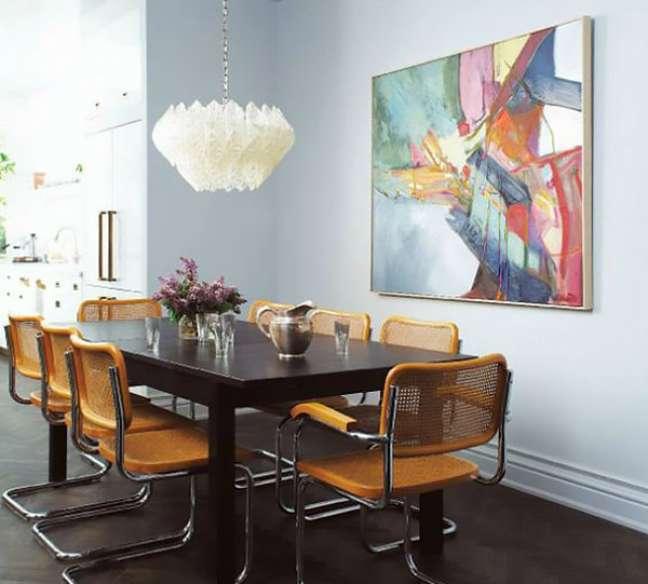 17. Sala colorida com cadeira cesca amarela – Foto Michael Graydon