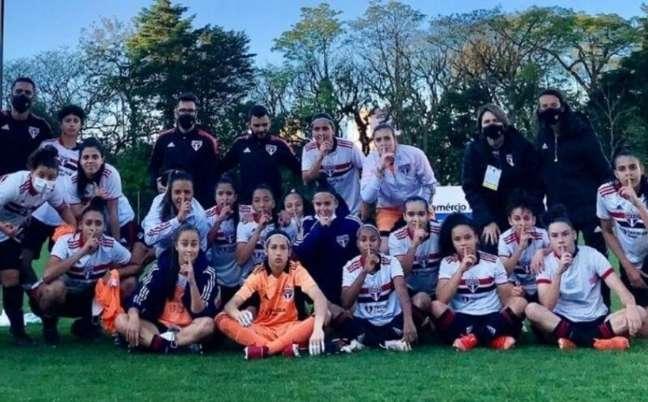 São Paulo eliminou o Internacional no Brasileirão Sub-18 (Foto: Reprodução/ Twitter @SaoPauloFC)