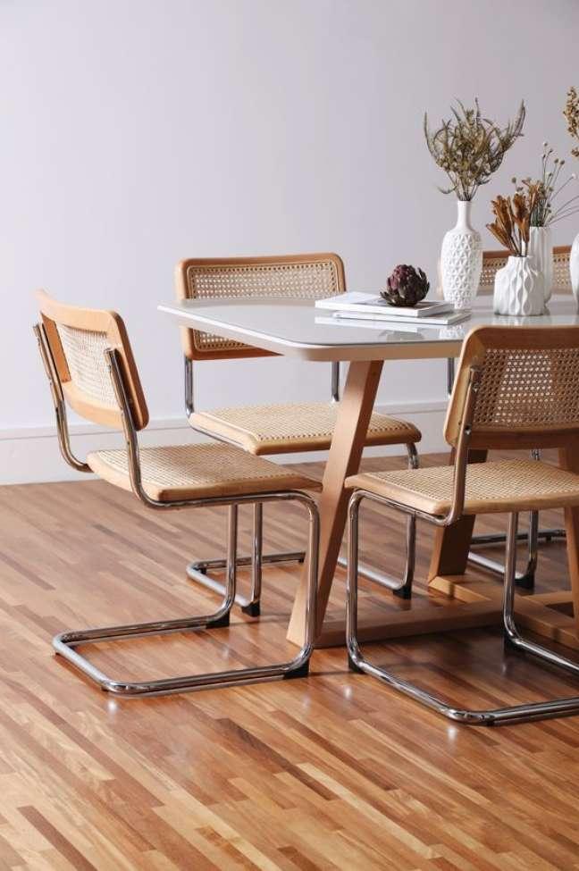 23. Sala de jantar com cadeira cesca moderna – Foto Westwing