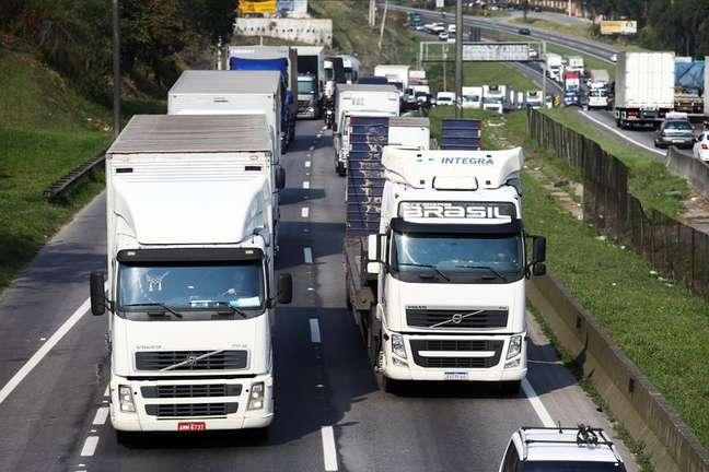 Caminhoneiros protestam na rodovia Régia Bittencourt na altura da cidade de Embu das Artes, no Estado de São Paulo 09/09/2021 REUTERS/Carla Carniel
