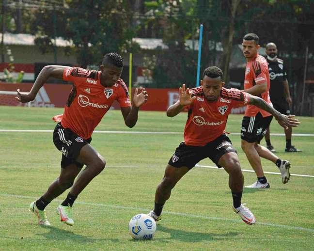 Welington treinou com o elenco nesta quinta-feira (Foto: Erico Leonan/saopaulofc.net)