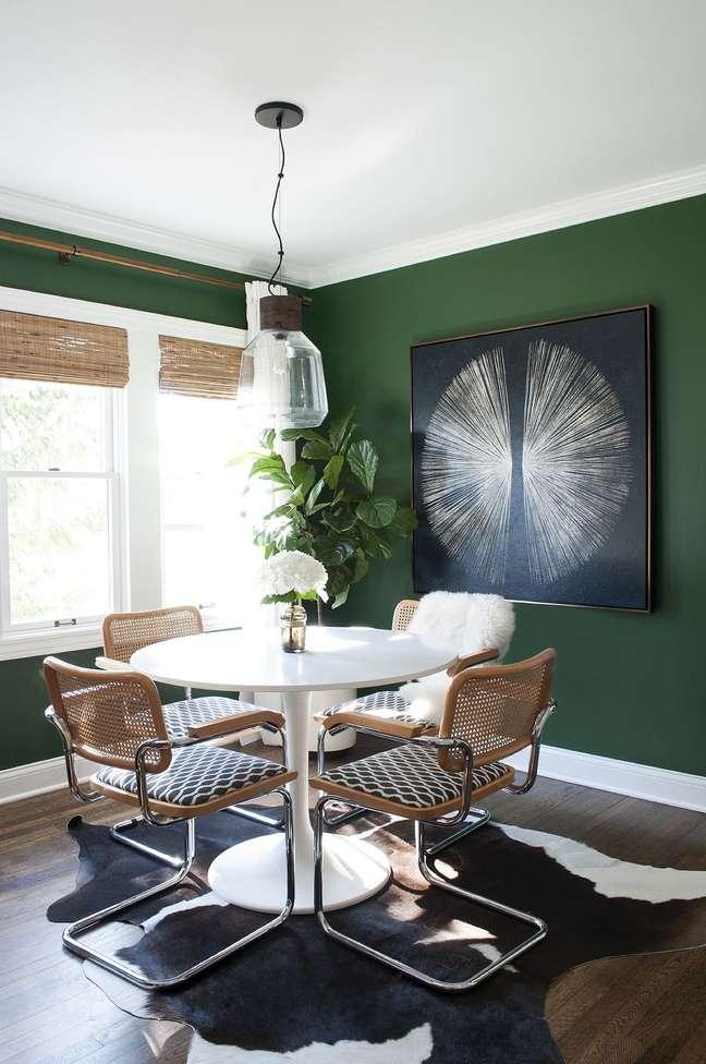 59. Sala verde com mesa redonda e cadeira cesca – Foto Room for Tuesday