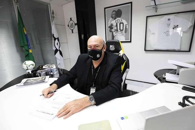 Andres Rueda ainda analisa a possibilidade de abandonar a camisa 10 usada pelo Rei do Futebol