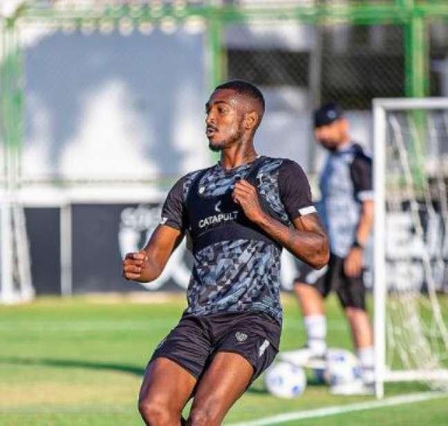 Gabriel Santos em ação no treino do Ceará (Felipe Santos/Ceará)
