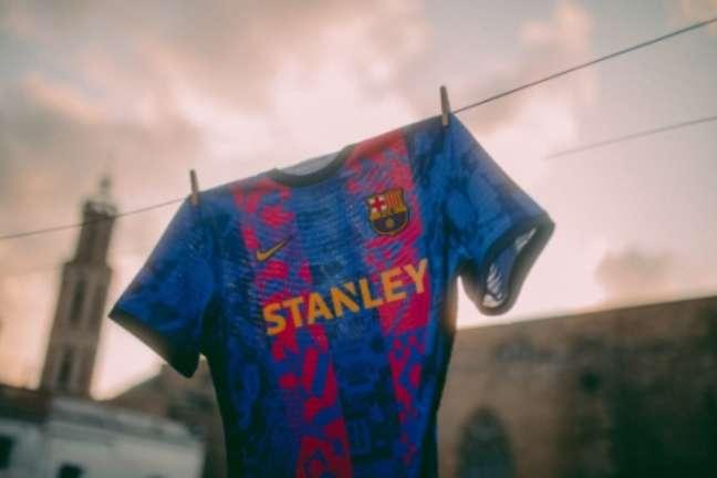 Barcelona divulgou novo uniforme (Foto: Twitter / Barcelona)
