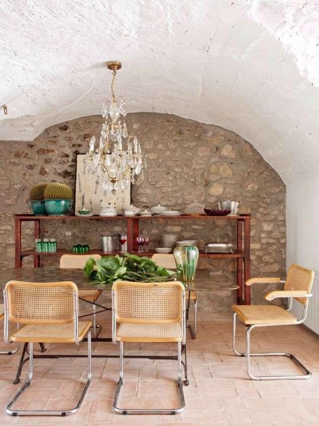 26. Sala de jantar rustica com cadeira cesca – Foto Elle Decor