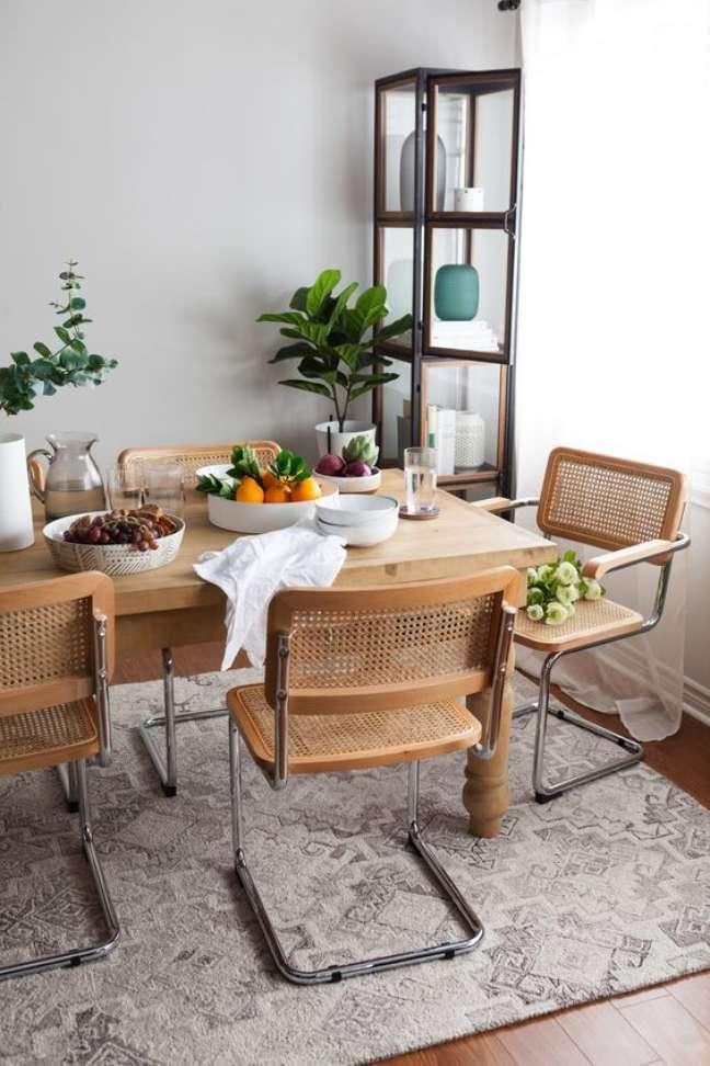 3. Mesa de jantar com cadeira cesca – Foto Structube
