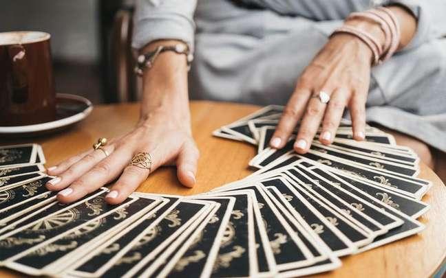 O Tarot pode te mostrar a importância de saber encerrar ciclos - Shutterstock.