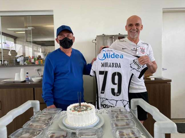 Seo Miranda foi homenageado pelo Corinthians no dia do aniversário (Foto: Felipe Szpak/ Ag. Corinthians)