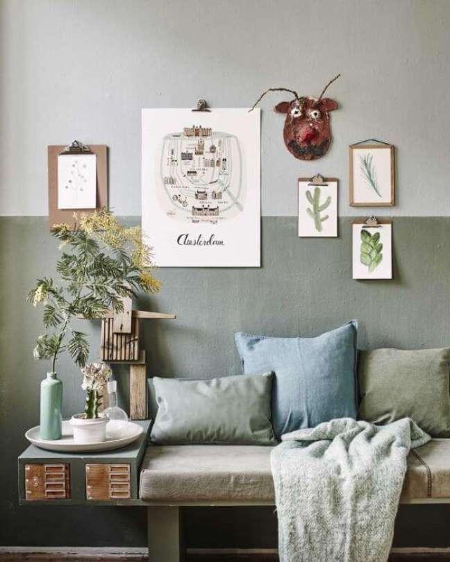 8. Decoração com meia parede e tecido verde sage e almofada da mesma cor – Foto Archzine