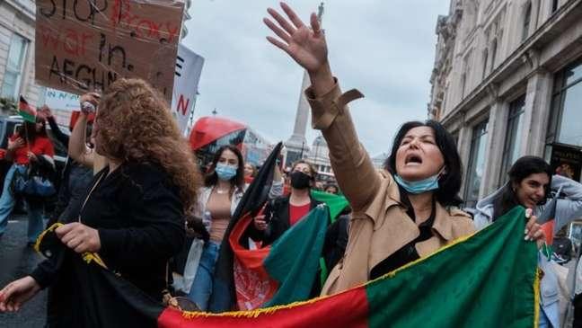 Protesto contra violência no Afeganistão em Londres