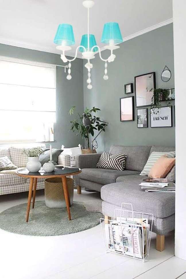 37. Sala aconchegante com parede verde sage – Foto Trendyol