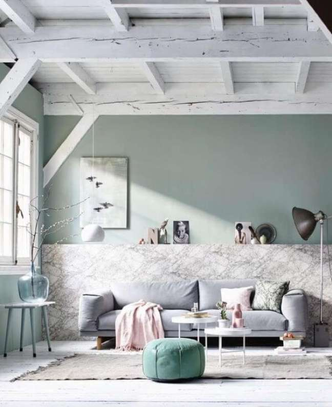 7. Sala de estar com sofá cinza e parede verde sage – Foto 79 Ideas