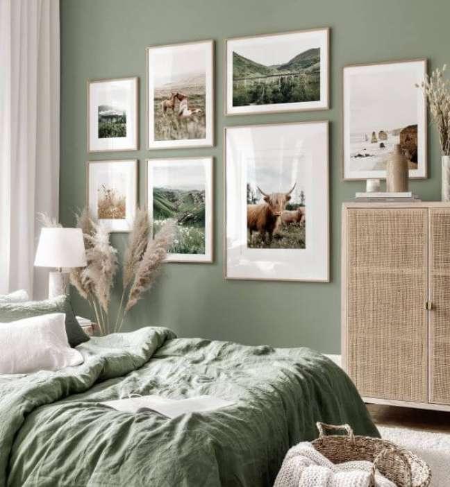 26. Quarto com decoração verde sage – Foto Jen House