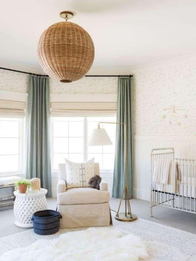 31. Quarto de bebe com cortina verde sage – Foto Studio McGee