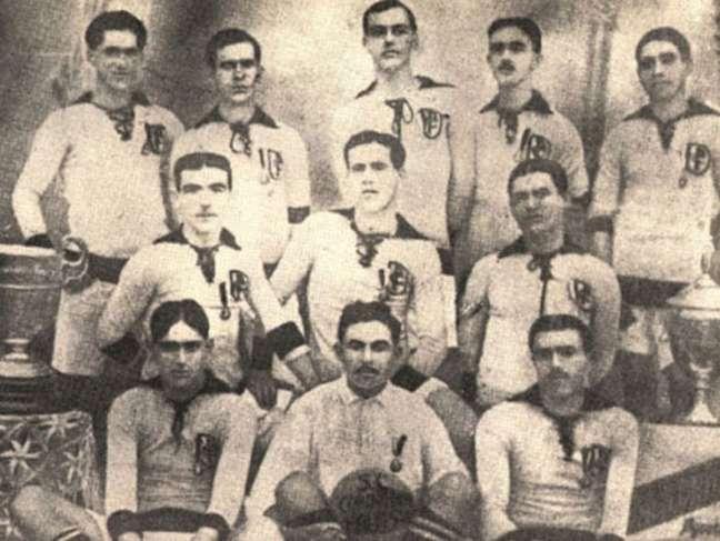Primeiro jogo do Timão contou com a presença de cinco fundadores em campo (Foto: Divulgação/Reprodução)