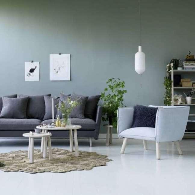 24. Parede verde sage para sala de estar clean – Foto Archzine