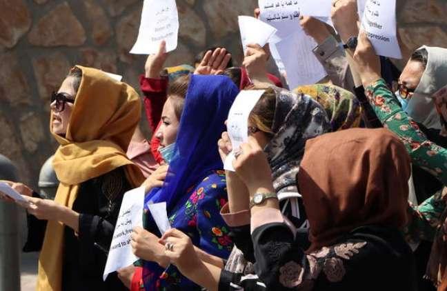 Diariamente, mulheres fazem protestos em diversas cidades pedindo por seus direitos