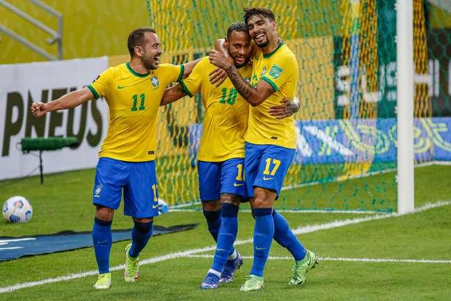 Brasil derrota o Peru e segue 100% nas Eliminatórias da Copa
