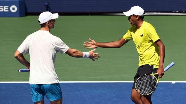 Rajeev Ram e Joe Salisbury comemoram ponto na vitória sobre Soares e Murray