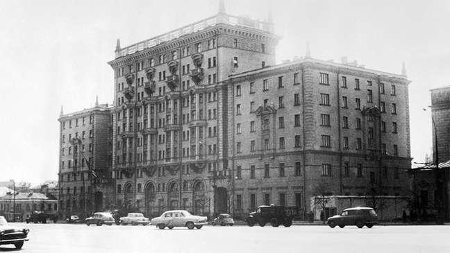 Embaixada americana em Moscou, em registro fotográfico de meados dos anos 1960