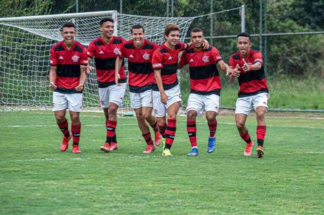 O time sub-17 do Flamengo segue 100% no estadual (Foto: Paula Reis/Flamengo)