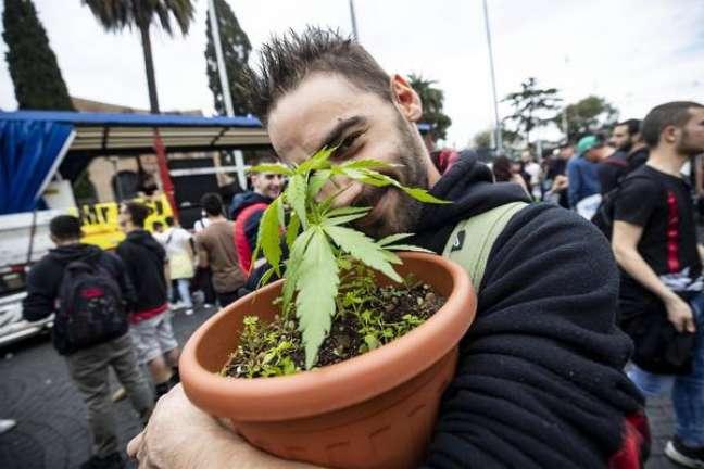 Protesto pela descriminalização do plantio de maconha em Roma, 11 de maio de 2019