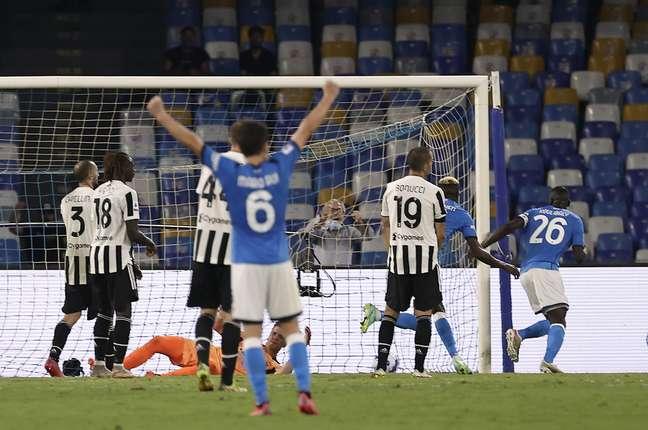 Napoli venceu a Juventus de virada