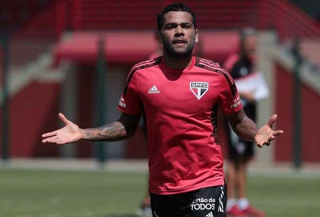Daniel Alves atuou dois anos pelo São Paulo, mas sua passagem foi abaixo do esperado (Foto: Divulgação/São Paulo)