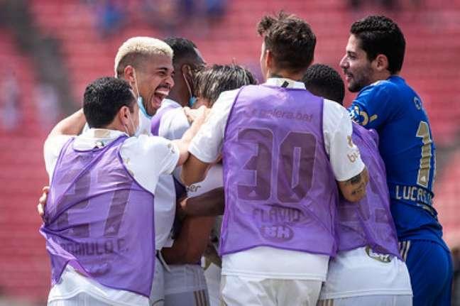 Sob forte calor, o Cruzeiro conseguiu levar mais três pontos e manter vivo o sonho do acesso-(Bruno Haddad/Cruzeiro)