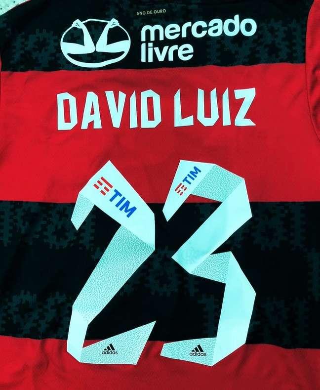 Flamengo anunciou a contratação de David Luiz neste sábado, 11