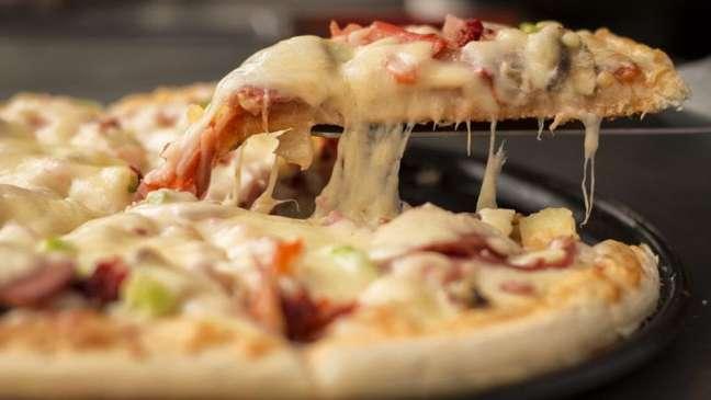 Guia da Cozinha - Pizza no tabuleiro e na frigideira: receitas fáceis e rápidas de preparar