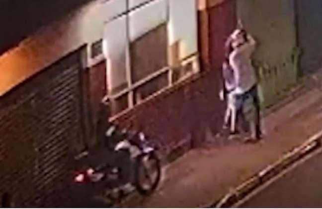 Um homem de 42 anos foi morto na noite desta sexta-feira