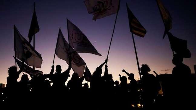 Protestos contra Bolsonaro realizados em 30 de junho; analista aponta que a fragmentação da oposição acaba enfraquecendo a mobilização contra o presidente