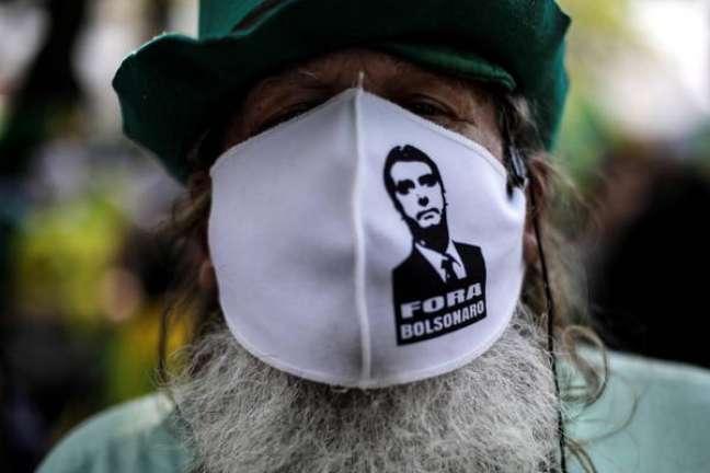 Manifestante em protesto contra Bolsonaro no Rio de Janeiro